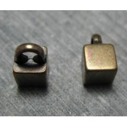 Bouton carré vieil or 6mm