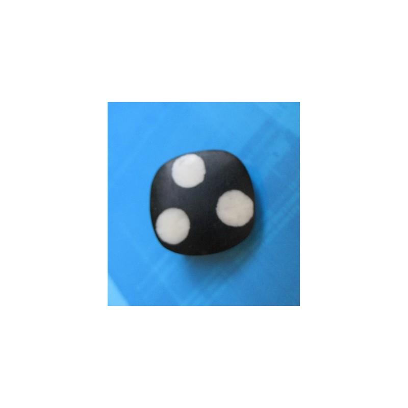bouton corne noir point blanc 18mm auchtibouton. Black Bedroom Furniture Sets. Home Design Ideas