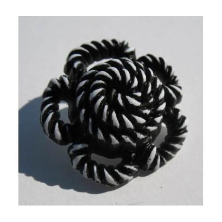 Bouton fleur torsadée blanc noir 27mm