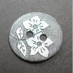 Nacre agoya gravure fleur 15mm