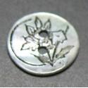 Nacre fleur gravée 15 mm b29
