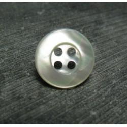 Bouton nacre  cercle 4t 15 mm b72