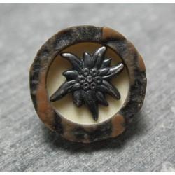 Bouton edelweiss imitation corne 18mm