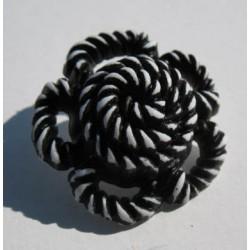 Bouton fleur torsadée blanc noir 27 mm b64