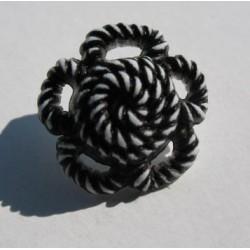Bouton fleur torsadée blanc noir 18 mm b64