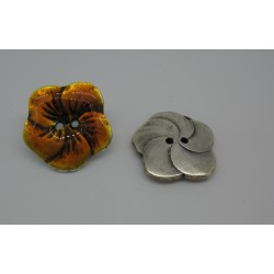 Bouton fleur base véritable argent émaillé orange 25mm