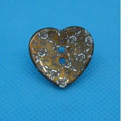 Bouton nacre coeur gravé fleur brun 22mm