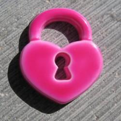 Bouton cadenas coeur fuschia 15 mm b22