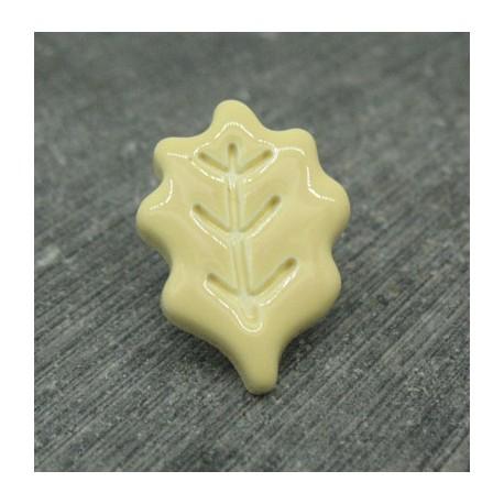 Bouton feuille chêne crème émaillé verni 22mm