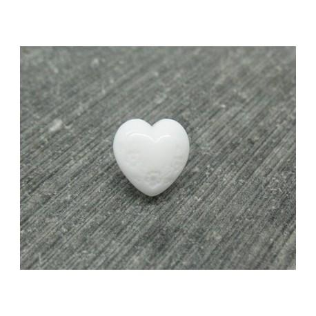Bouton coeur blanc gravé fleur 9mm