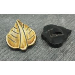 Bouton corne feuille beige 22mm