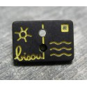 Bouton carte postale bisou noir jaune 13 mm b14